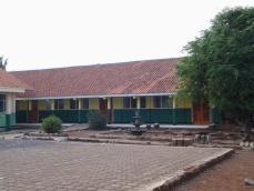 Gedong kelas luhur jeung kantor guru
