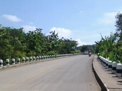 Jalan liliwatan ka bendungan Jatigede ti wewengkon Tomo