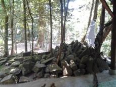 Gundukan batu di 'makam'
