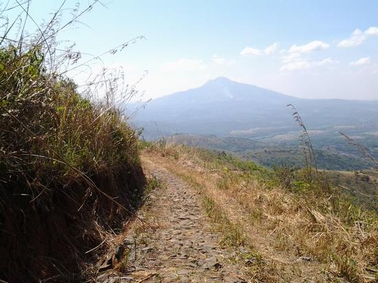Gunung Tampomas ti kajauhan