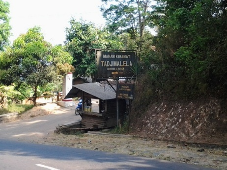 Plang anu nuduhkeun ka Gunung Lingga