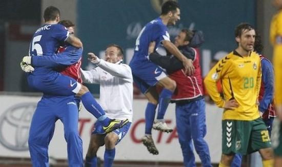 Pamaen bal Bosnia gumbira pisan nalika bisa ngelehkeun tim Lithuania anu jadi tanda lulusna ka Piala Dunia 2014