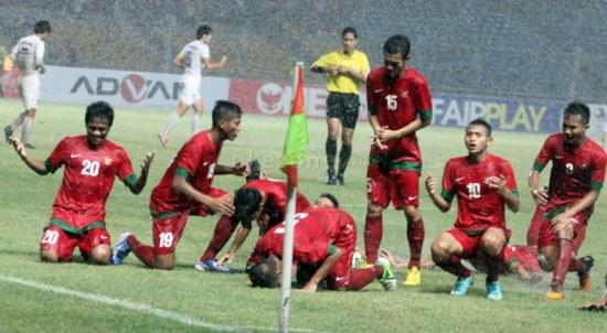 Pamaen tim mengbal Indonesia kacida bungahna nalik bisa ngelehkeun tim Korea Selatan