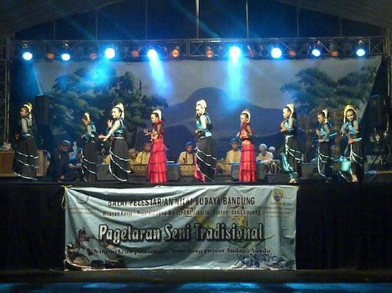 Pagelaran ibing kipas dina raraga Festival Prabu Geusan Ulun