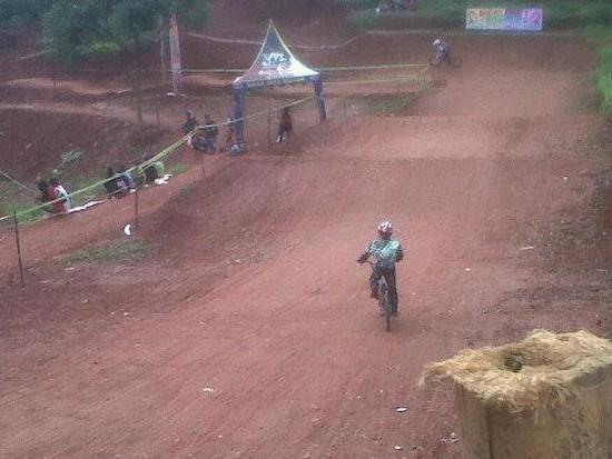 Tempat balap sapedah BMX di Desa Margalaksana