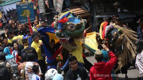 Salasahiji pagelaran anu ngeusi acara Kampung Tatar Padjadjaran 2014
