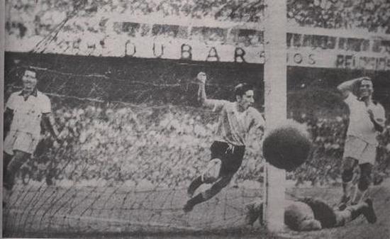 Gul kadua tim Uruguay anu dicitak ku Alcides Ghiggia ka gawang tim Brasil, malikeun kaayaan. Uruguay meunang 2-1