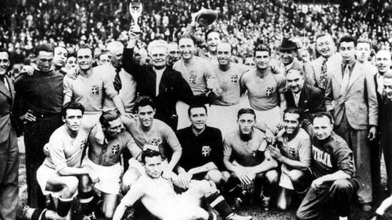 Tim Itali ngarumpul sanggeus jadi jawara Piala Dunia pikeun kadua kalina