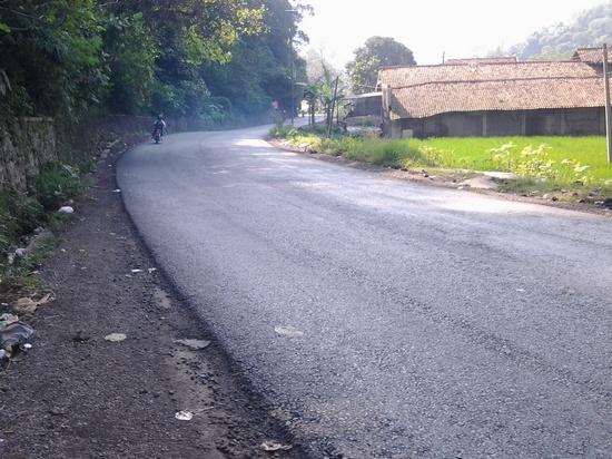 Salasahiji wewengkon jalan di Sumedang anu nepungkeun Bandung-Sumedang anu kakara dibebener