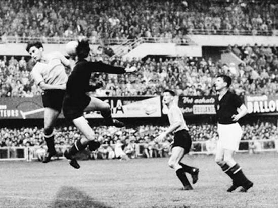 Tatandang dina undakan semifinal antara tim Hungaria ngalawan tim Uruguay