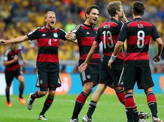 Pamaen Jerman galumbira kusabab bisa ngelehkeun Brasil dina undakan semifinal