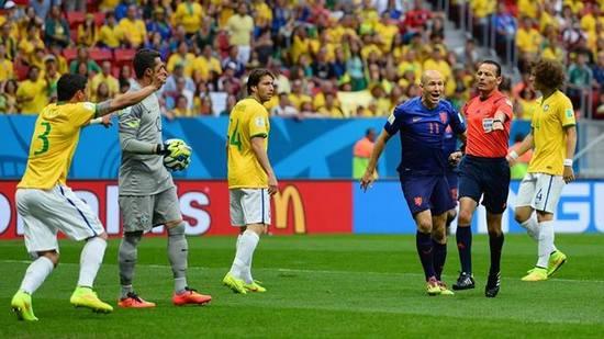Tatandang tim Walanda ngalawan tim Brasil dina undakan marebutkeun jawara katilu