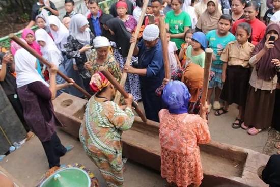 Badéga Lembur Ngaruat Seni Budaya Sunda