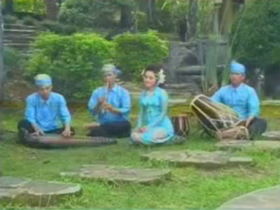 Lagu Biru, Sanggian/Rumpaka: Nano S., Juru Kawih: Rita Tila