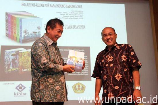 Rarancang buku Kamus Utama Basa Sunda ditarima ku Wakil Gupernur Jawa Barat