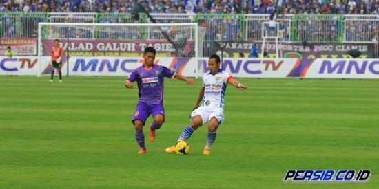 Tatandang Persib Bandung ngalawan PSGC Ciamis anu dimeunangkeun ku Persib