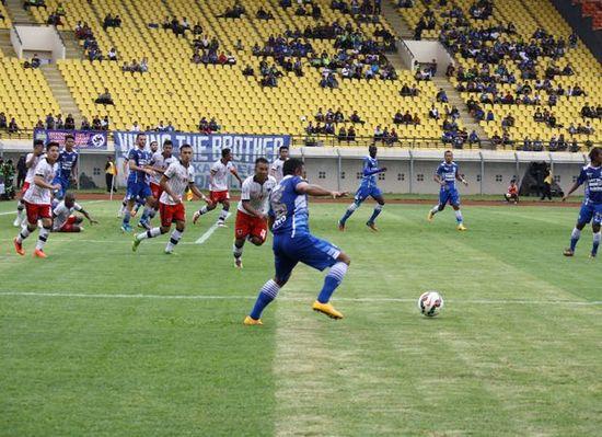 Persib Bandung ngelehkeun Pelita Bandung Raya 3-0