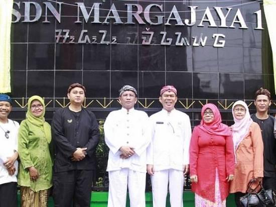 SD Negeri Margajaya dayeuh Bogor, ngagunakeun aksara Sunda dina papan ngaranna