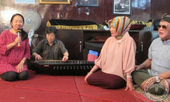 Urang Jepang diajar seni Sunda Cianjuran