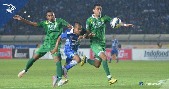 Tatandang antara Persib Bandung ngalawan Persebaya Surabaya
