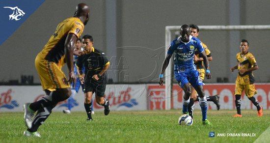 Mitra Kukar ngelehkeun Persib Bandung