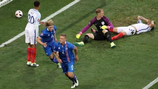 Tatandang tim Inggris ngalawan tim Islandia