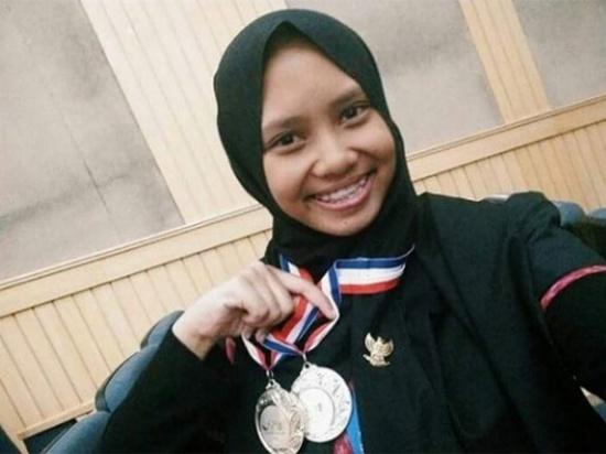 Lubba Ailiati ti KIR ASIC meunangkeun medali perak